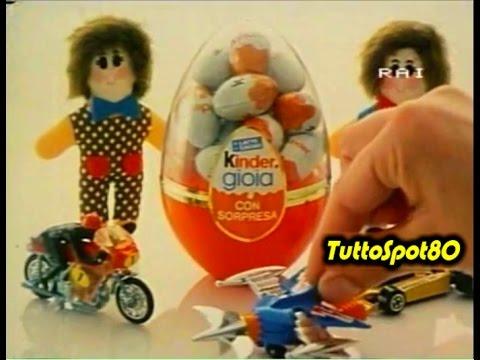 uovo di oasqua con giocattoli anni 90