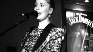 Ida Gard - Need A Break (live) | Düsseldorf Pitcher, 04.12.2014 | Black & White Session