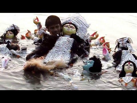 DURGA PUJA 2018 KOLKATA  | MAA DURGA VISARJAN IMMERSION AT GANGA RIVER