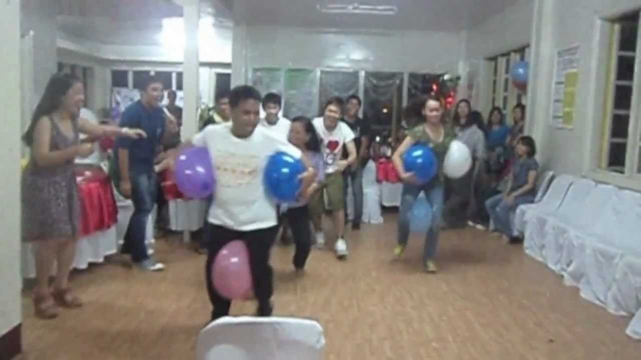 Cnjp high school reunion the balloon game youtube for Balloon party games