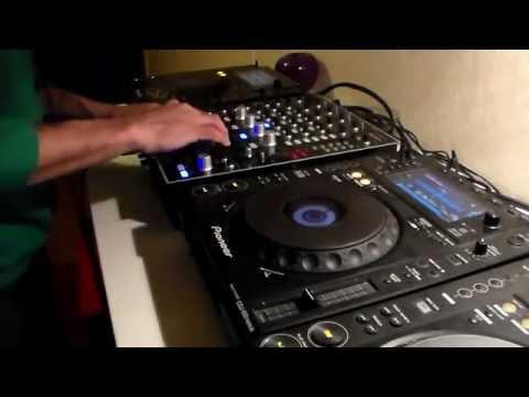 3 decks Hoka  proper techno dj set.