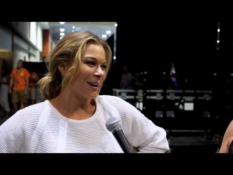 LeAnn Rimes Talks Shoes with at the CMA Music Festival // One Country