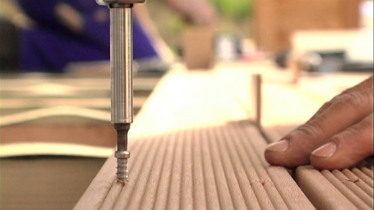 o deck construction d 39 une terrasse en bois youtube. Black Bedroom Furniture Sets. Home Design Ideas