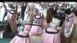 خادم الحرمين الشريفين يكرم الشاعر خلف بن هذال لمشاركاته وقصائده الوطنية