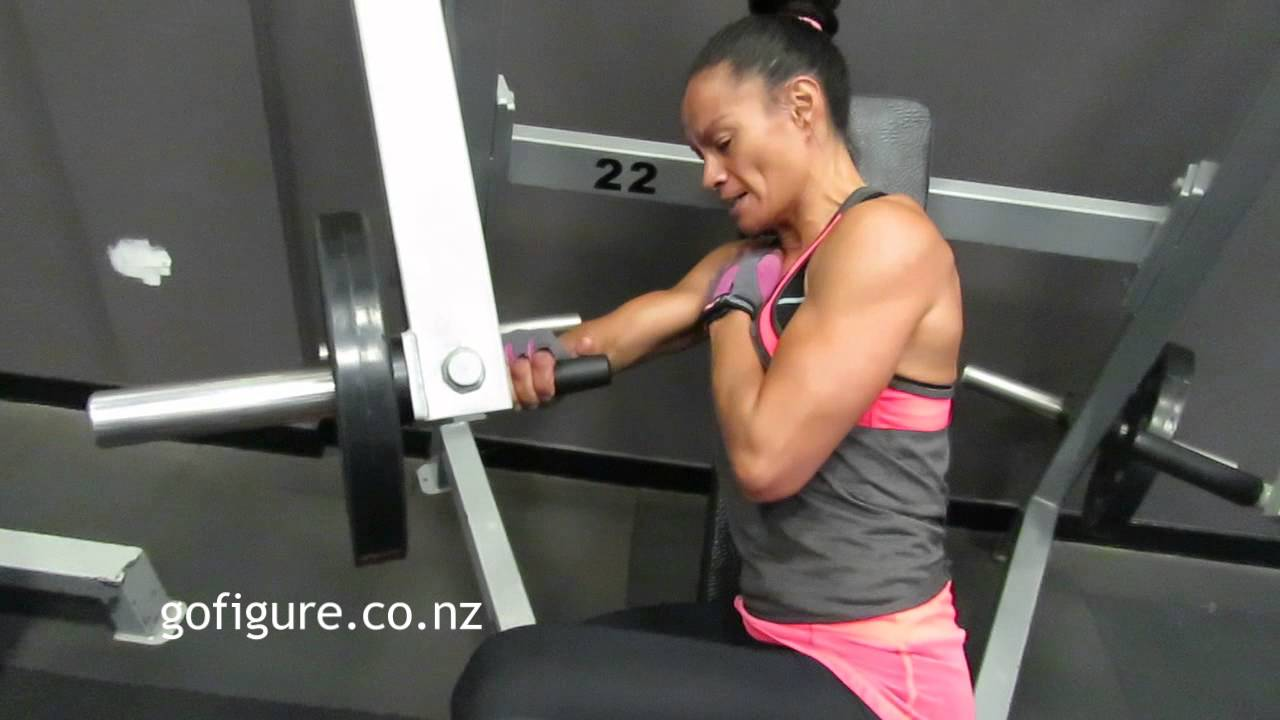 One arm side chest press - YouTube