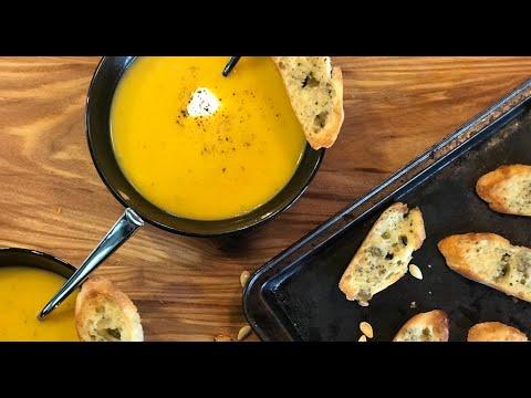 crème-de-courge-butternut,-pommes-et-sirop-d'érable
