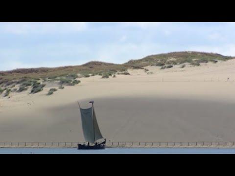 Sand dunes & strange Russian borders - New Europe - BBC