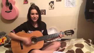 Девушка поет песню на гитаре в День рождения любимой подруге!♥