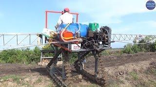 Đem máy xịt thuốc mới chế ra chạy đất lầy và cái kết/pesticide sprayer