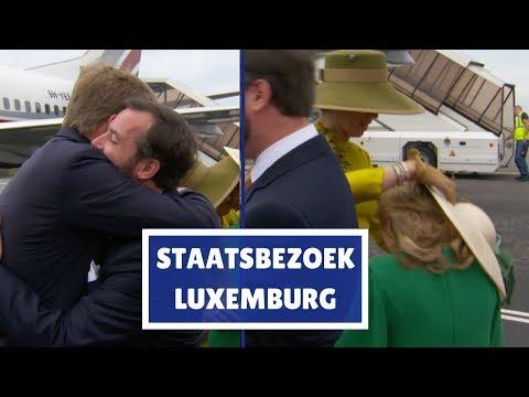 Afvliegende hoed en omhelzing bij ontvangst Luxemburg | Blauw Bloed