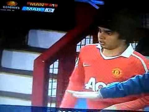 Rafael da Silva sale y entra su hermano Fabio