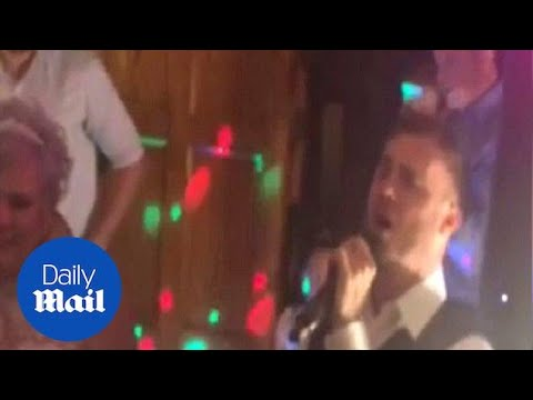 Gary Barlow Surprises Take That Fan And Sings At Her Wedding Daily Mail