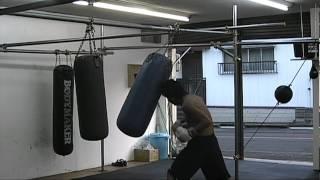 【チーム・ファイヤー】山口佳洋 サンドバッグ打ち20120512 パンチ thumbnail