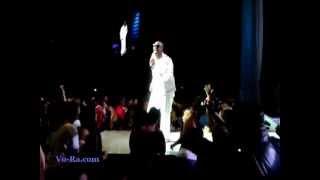 Radio News- R Singer R. Kelly kicks out fan in Nokia Theater Nov 2012 Funny.mov