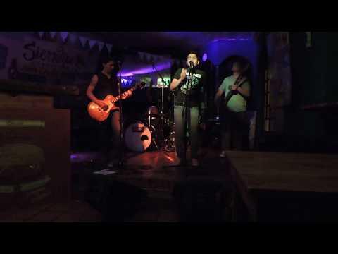 CUSTOM Rock - en sierra maestra - trelew