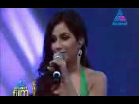 Shreya Ghoshal singing pattil e pattil in ujala asianet film awards 2012