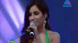Shreya Ghoshal singing pattil e pattil in ujala asianet film awards 2012