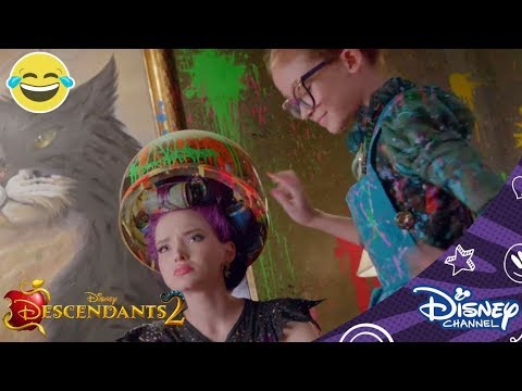 Descendants 2 | De Make-Over Van Mal | Disney Channel BE
