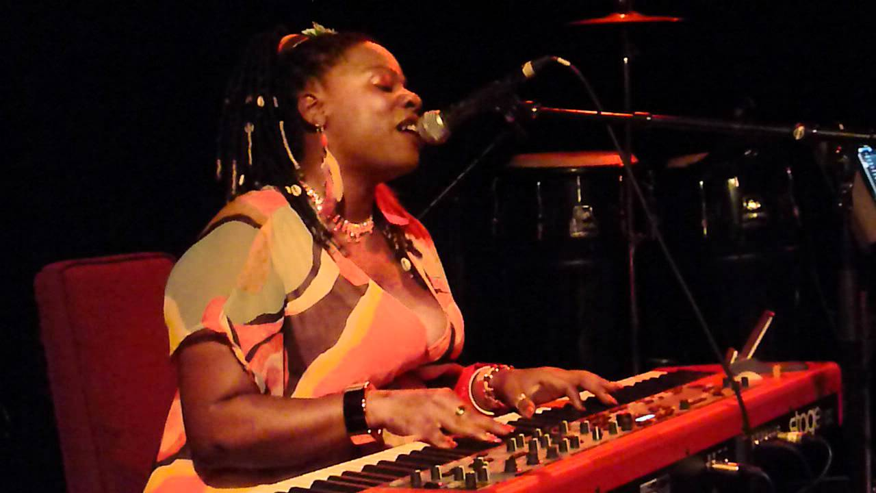 Tanya Michelle - Give my body to you (La Scène Bastille - June 13th 2012)