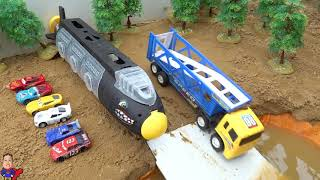 Truck crossing on Deep Water | Learn Colors with Disney Cars Lightning Mcqueen and Friends Toys