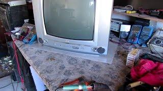{ 191 }# Tv LG modêlo Turbo  com tela escura e com imagem de cor laranja