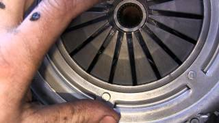 Golf 2 ремонт ДВС видео 19, ставим диск сцепления и корзину