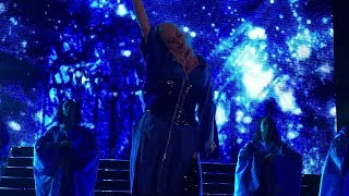 Christina Aguilera in Stuttgart 05 Maria / Twice