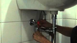 Монтаж бесконтактного смесителя на раковину.(Монтаж бесконтактного смесителя на раковину.ЭТО БУДУЩЕЕ..., 2011-01-28T17:49:09.000Z)