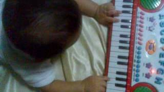 baby plays keyboard 4 mths old for a start now he has compose even more songs