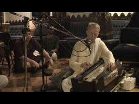 NY Eve Bhajan - Mukunda Datta das - Hare Krishna - 11/16