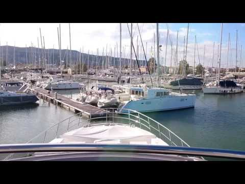 Docking Azimuth 77S with Volvo Penta IPS