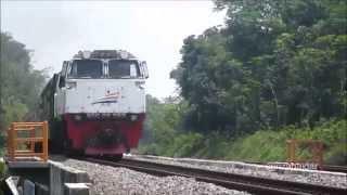 Kereta Api Taksaka Melintasi Petak Karanggandul - Karangsari