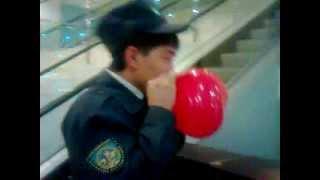 Прикол Охранники с шариками
