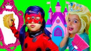LAURINHA LADYBUG LIMPANDO A CASA DAS PRINCESAS - HELPS MOMMY! KIDS PRETEND PLAY WITH CLEANING TOYS!