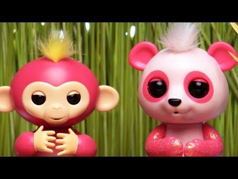 The Fingerlings Show | Cute Panda Fingerling Talks to Bella | Toy Play