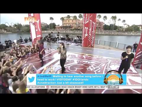 [HD] One Direction -What Makes You Beautiful - Today Show City Walk