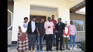 Rc Makalla - Atembelewa na Taasisi ya Mwaselela  akiwemo na Mc Pilipili