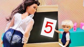 КАК ПОЛУЧИТЬ ПЯТЁРКУ в ШКОЛЕ!!! Мультик Барби - Играем в куклы про школу