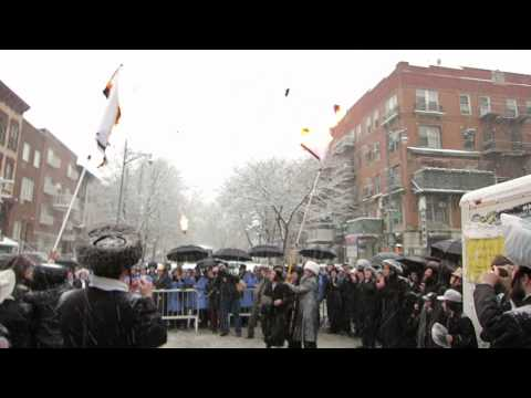 Thousands of Jews Burning Israeli Flag in Williamsburg Brooklyn NY 03/05/15