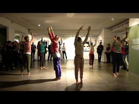 Закон слабого сигнала: диалог танца и фотографии