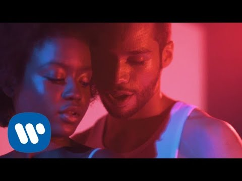 Piso 21 - Besándote (Feat. Anne-Marie) [Lyric Video]