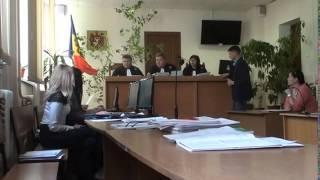 Judecătorii amână procesul ca să scape de presă