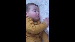 Video uykuda sayiklayan ve gulen bebek download MP3, 3GP, MP4, WEBM, AVI, FLV Desember 2017