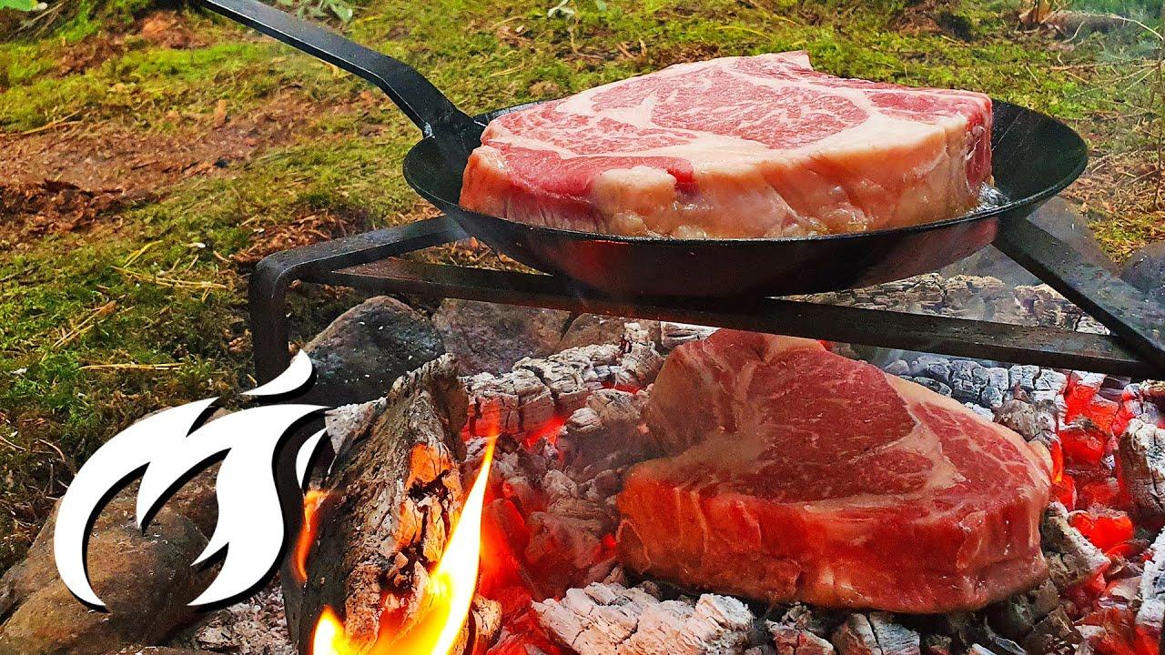 Krustenbattle: Caveman Steak vs. Eisenpfannensteak ASMR im Wald🔥🔥🔥