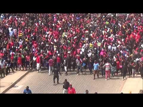Une centaine de milliers de togolaises dans les rues de Lomé pour exprimer leur colére