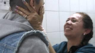 Conmovedor reencuentro de una madre y su hijo después de 6 años  de ausencia
