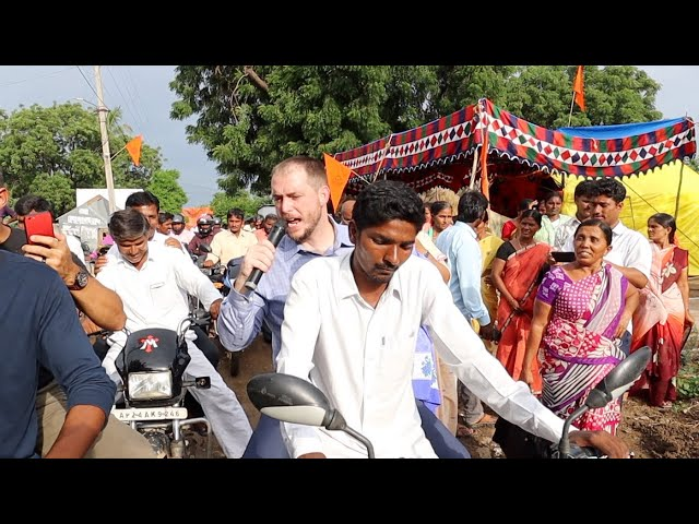 Indian village preaching with 100 pastors on Hindu festival day