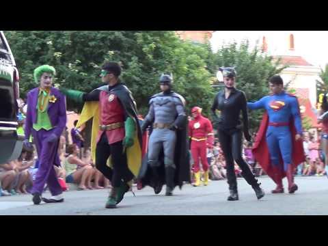 Batman en Gotham City. Parque Warner  Espectáculo y Desfile 