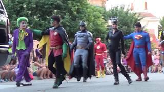 Batman en Gotham City. Parque Warner |Espectáculo y Desfile| thumbnail