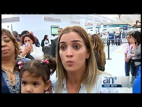 Violenta protesta de cubanos en aeropuerto de Miami tras cancelación de vuelo hacia la isla
